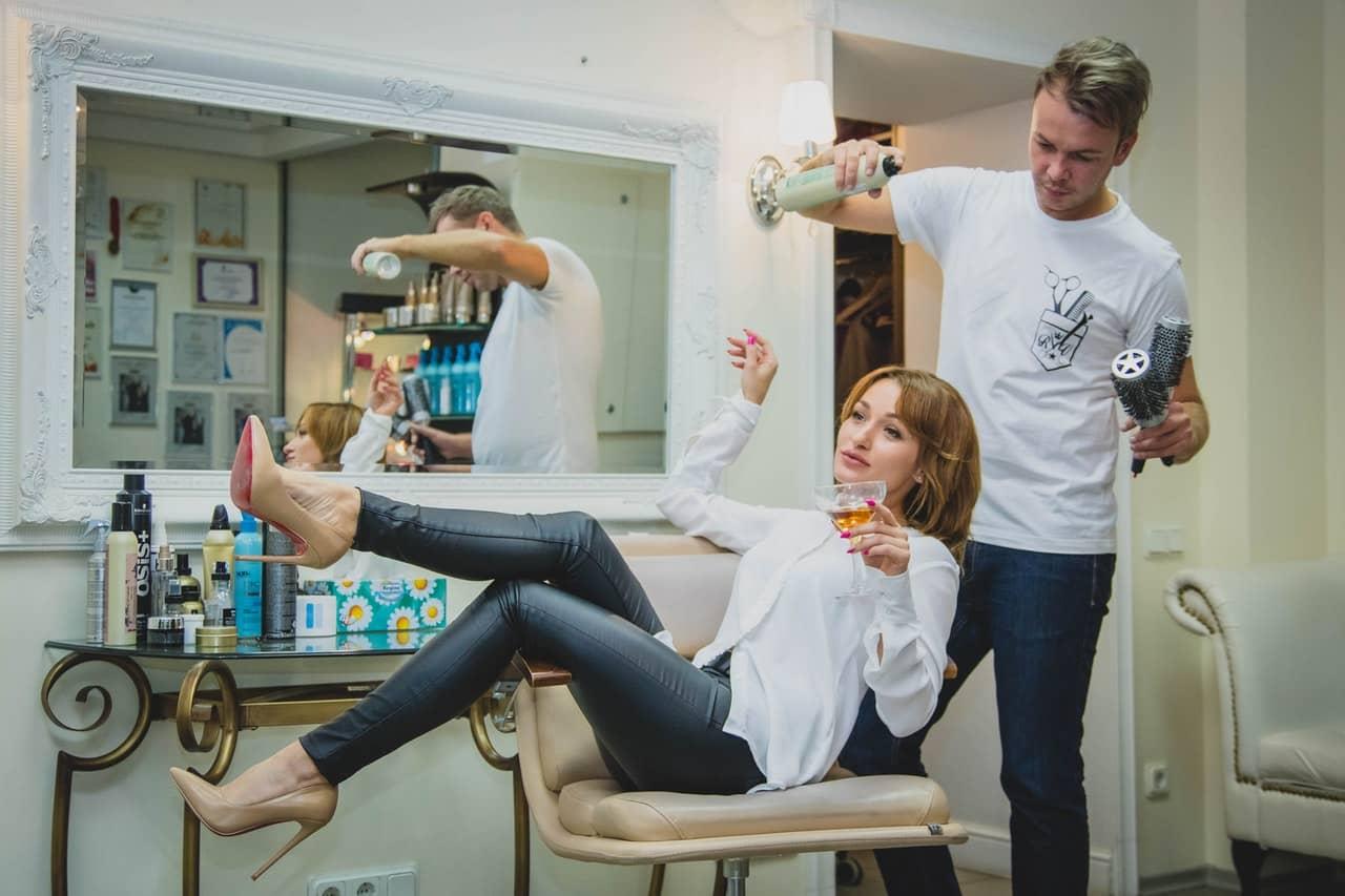 Jak założyć salon fryzjerski? Czy to się Opłaca?
